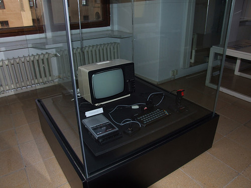 zx-spectrum in museum behind the glass
